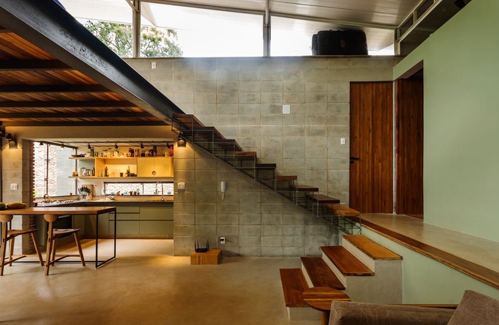 Interior de uma das casas da Vila Iapó