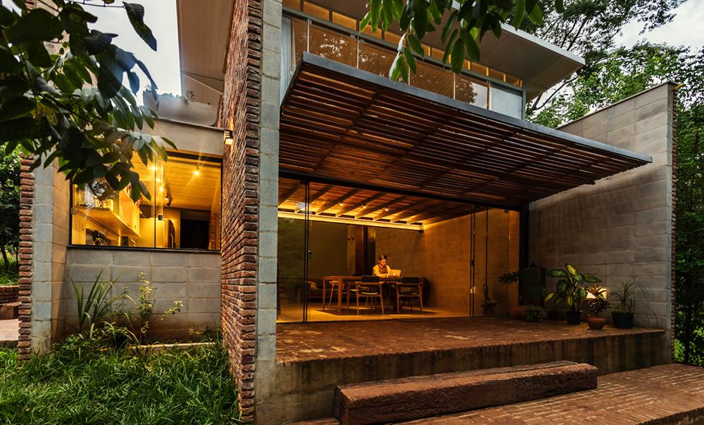 Estrutura de uma das casas que compõe a Vila Iapó
